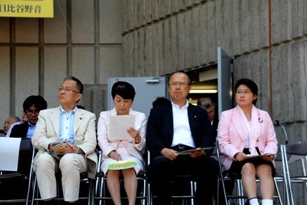 左から笠井亮(共産)・福島みずほ(社民)・(自民)・小宮山泰子(生活)各党国会議員