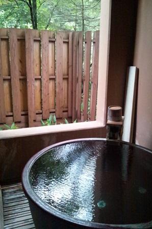 客室の源泉かけ流し風呂