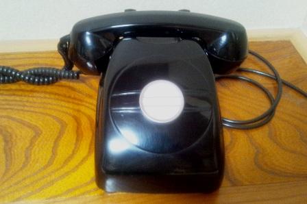 菅旅館の黒電話