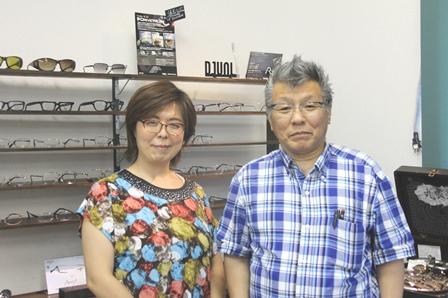テラスメガネの門田浩一さんと門田亜希子さん
